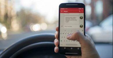 Usar el móvil conduciendo multas